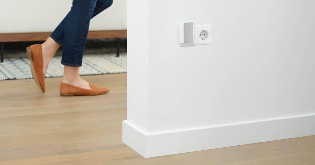 Deurbel speaker stopcontact